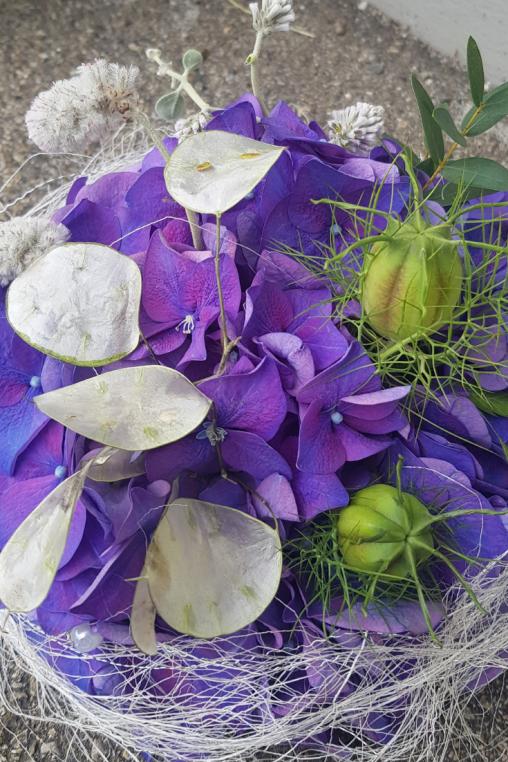 Schlichte Und Einfache Tischdeko Idee Mit Hortensien Bluten Zum Selber Machen Blumen Flora Line Tobias Kopp Grosshochstetten